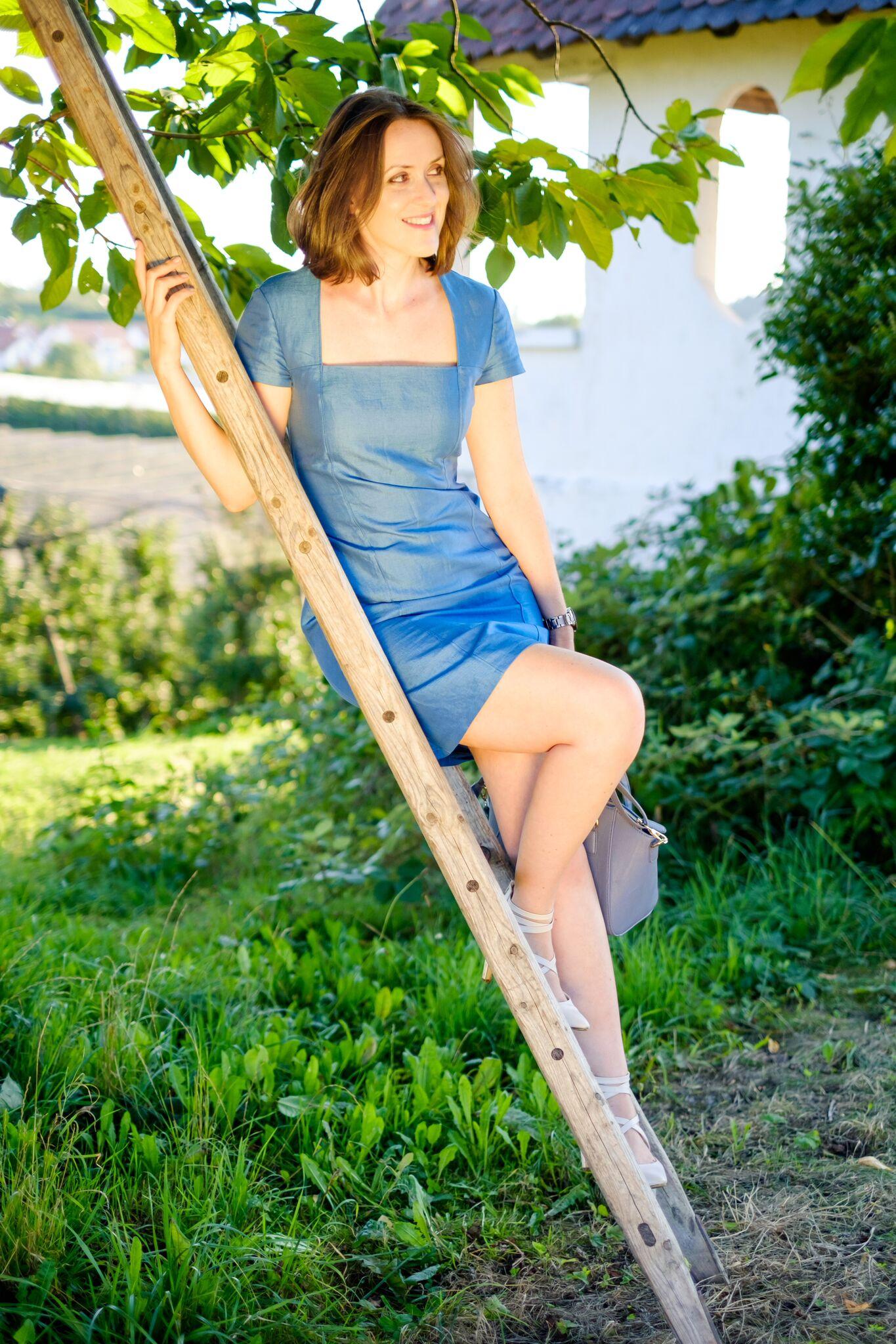 verschiedenArt: selbstgenähtes Leiden-Seidenkleid in sommerlichem himmelblau
