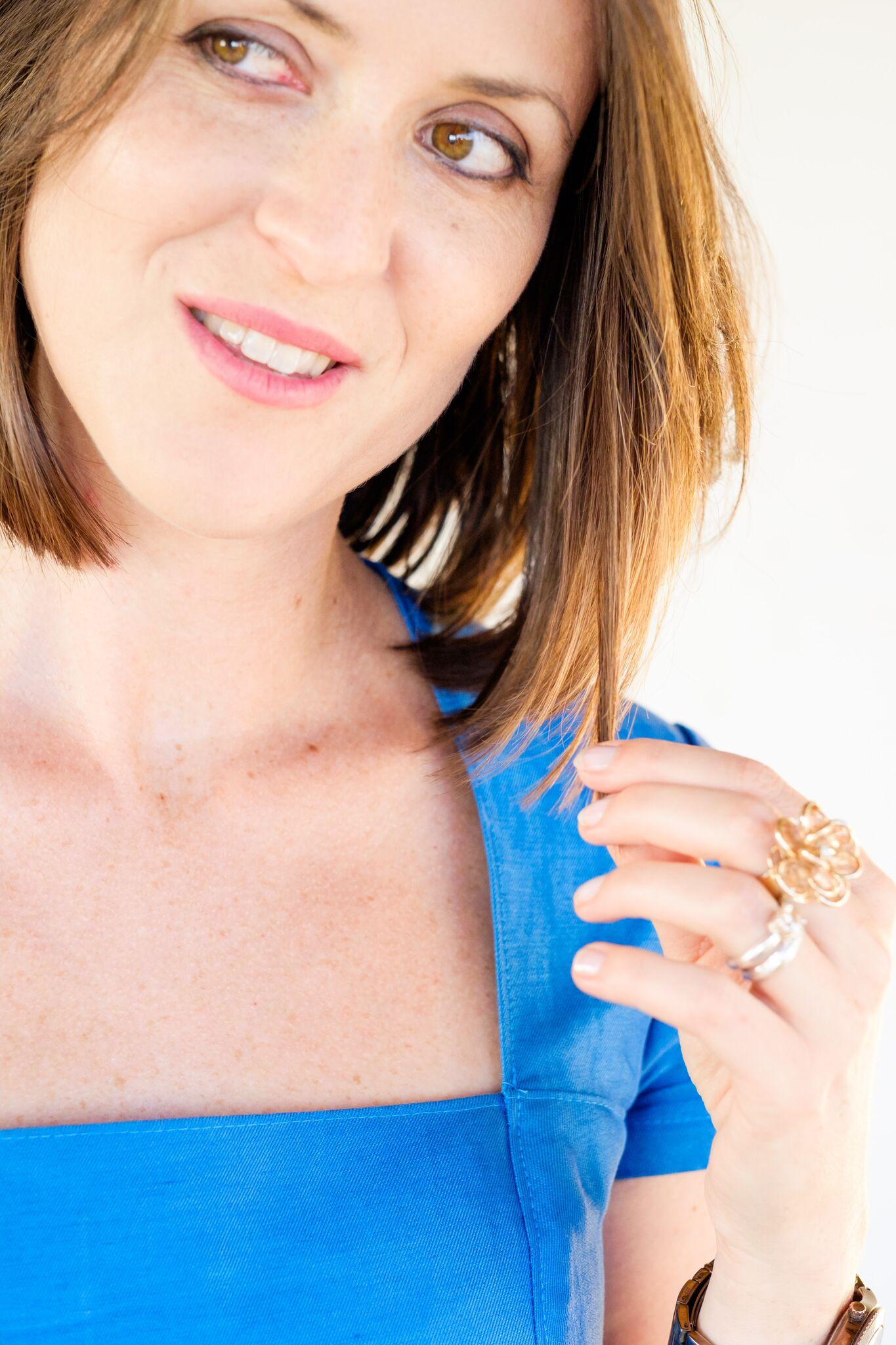 verschiedenArt: selbstgenähtes Leiden-Seidenkleid in sommerlichem himmelblau: Trapezausschnitt