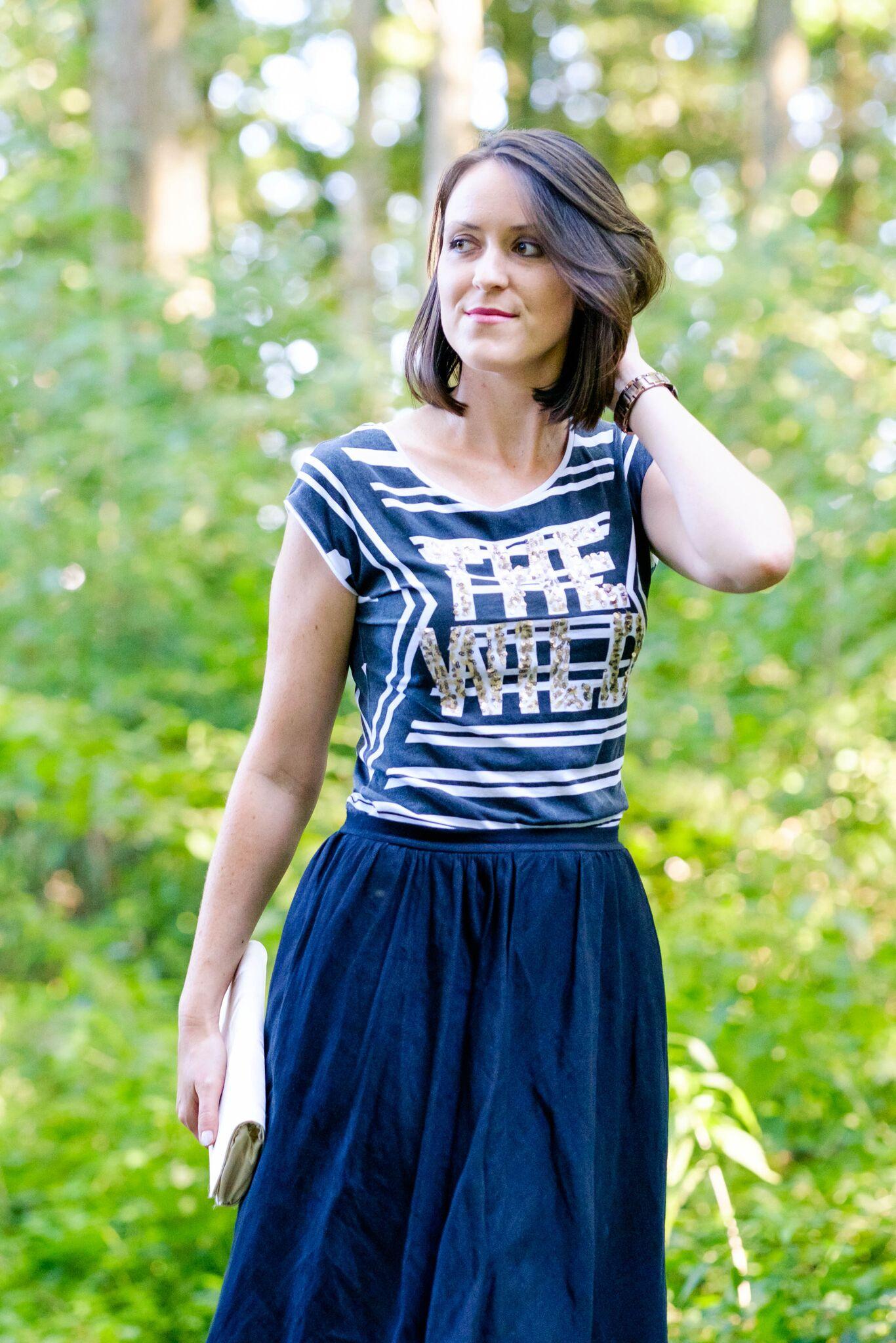 verschiedenArt: selbstgenähter Leinen-Midi-Rock in schwarz mit schwarz-weißem Shirt kombiniert
