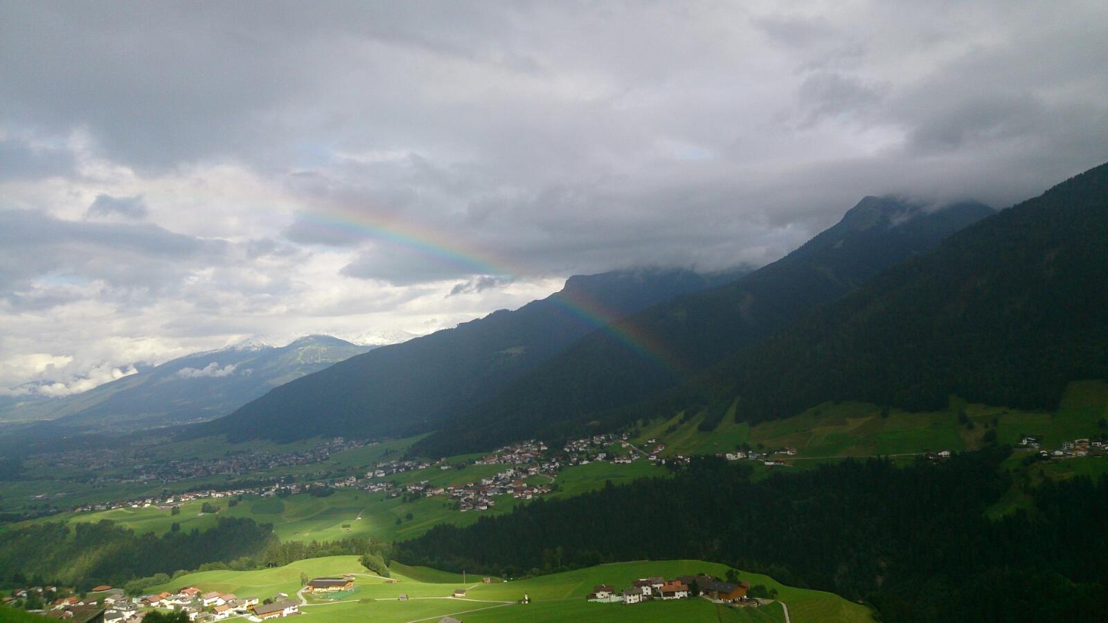 verschiedenArt: Kurzausflug nach Zirl - Ausblick auf Zirl mit Regenbogen und Sonnenflecken