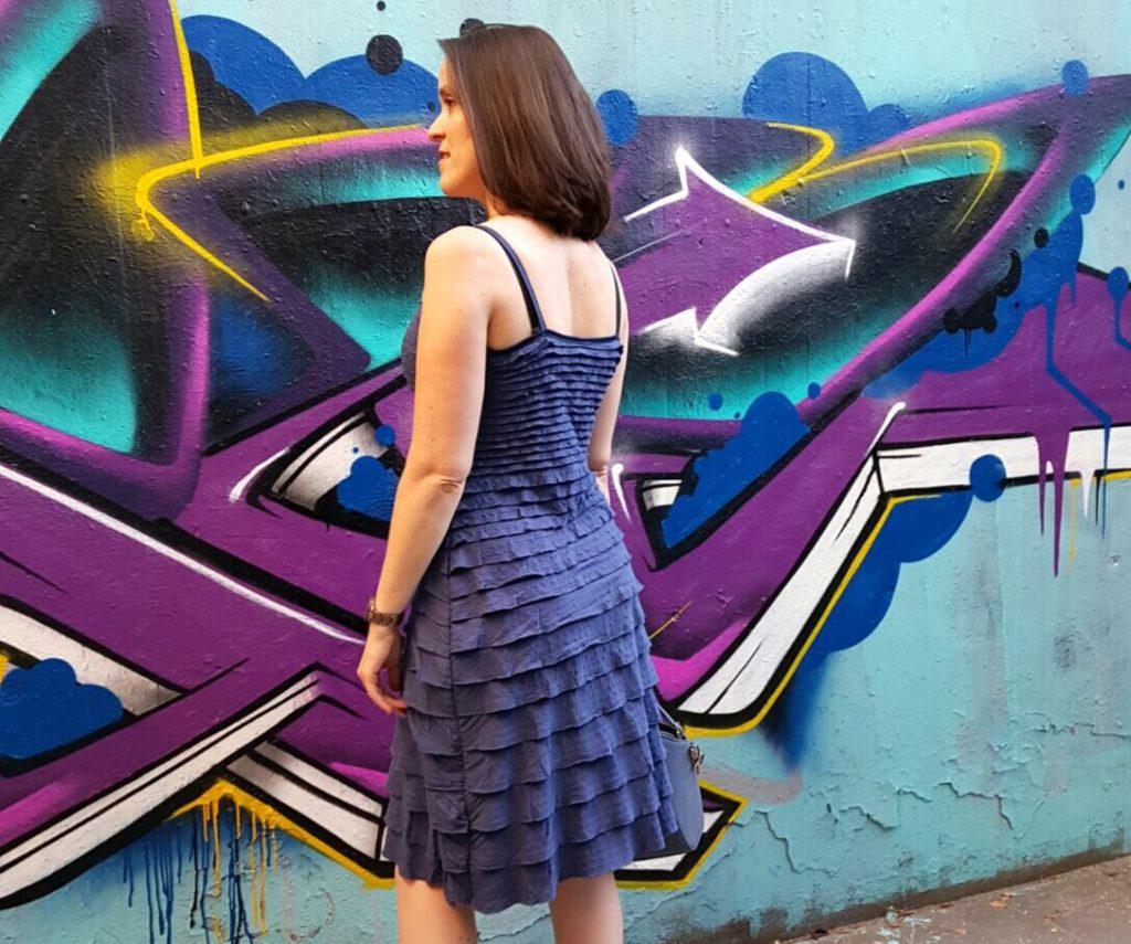Lieblingsstück 2016: blaues Sommerkleid mit Volants von Hinten