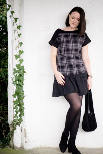 verschiedenArt: komplettes Outfit selbstgenäht mit Wollshirt in Karo, Minirock und Handtasche