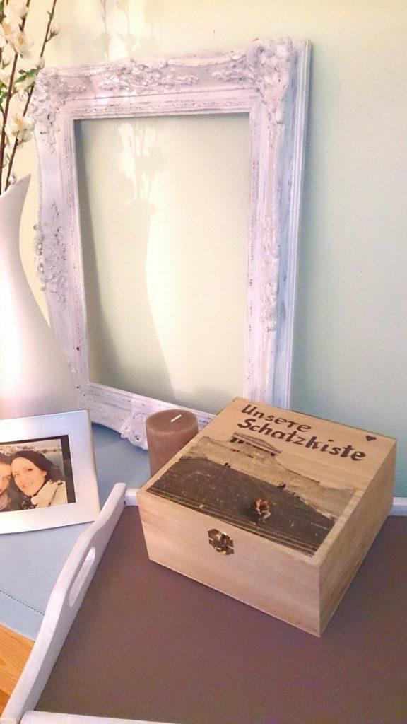 verschiedenArt Fototransfer DIY zum Valentinstag: schöne Holzbox mit Foto zum Bilderrahmen gemacht als Geschenk