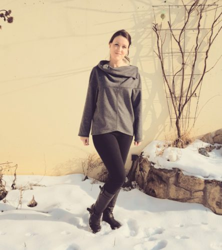 verschiedenArt: Oversize Pullover zum Wenden - grau burda 109 10/2015