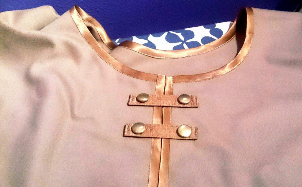 verschiedenArt: cashmere Cape selbstgenäht mit goldenen Details