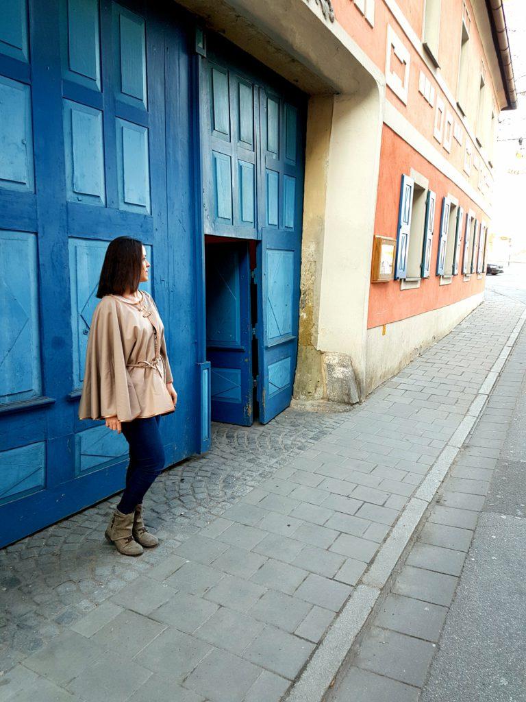 VerschiedenArt: selbstgenähtes Cashmere Cape mit blue Jeans gestylt