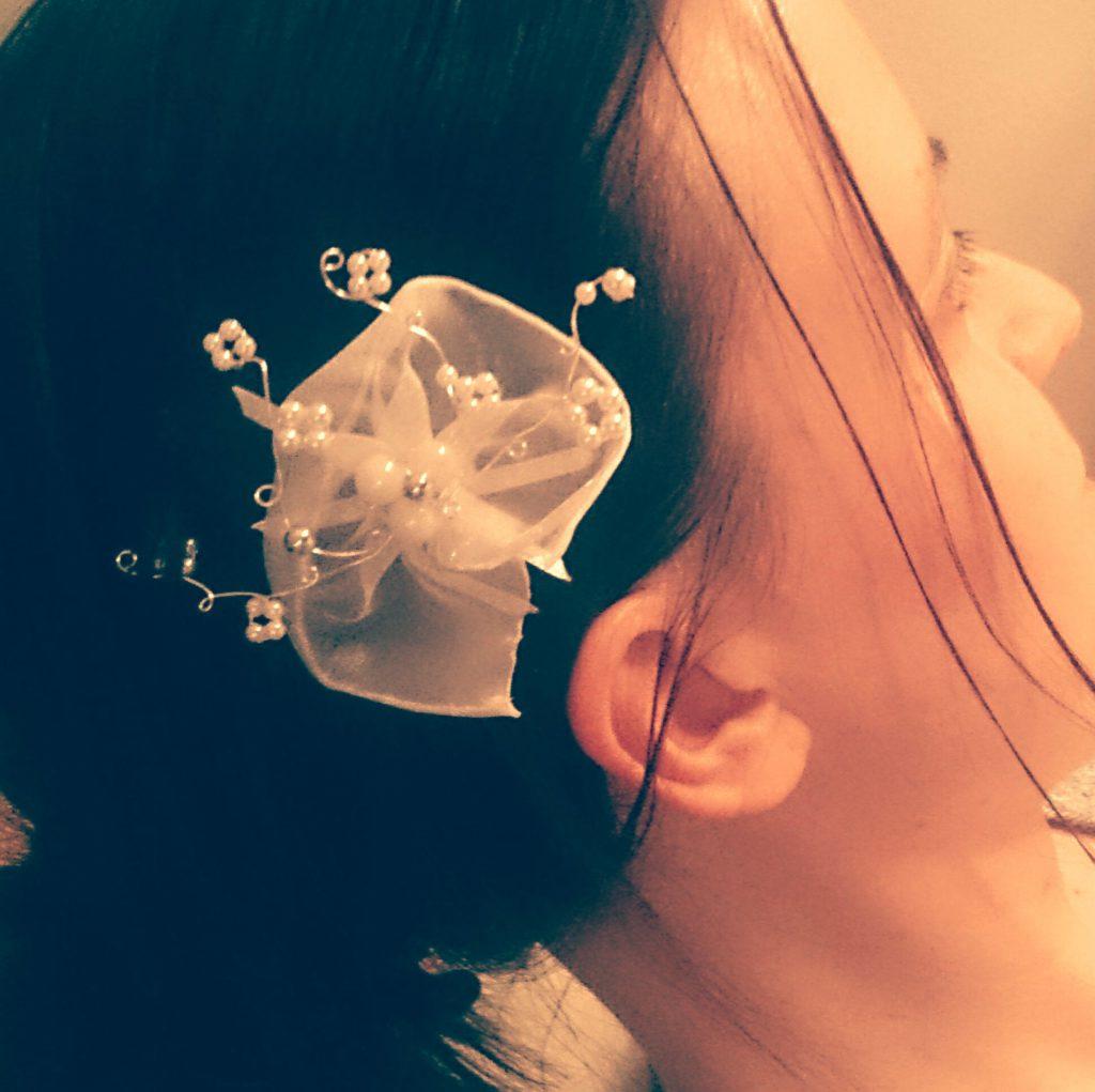 Hochzeit Haarschmuck: selbstgebastelt aus Perlen, Organza und Silberdraht