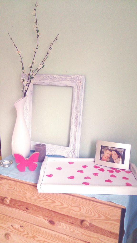verschiedenArt: Herzen mit Acryl auf ein Tablett gestempelt - ein schnelles DIY Projekt zum Valentinstag