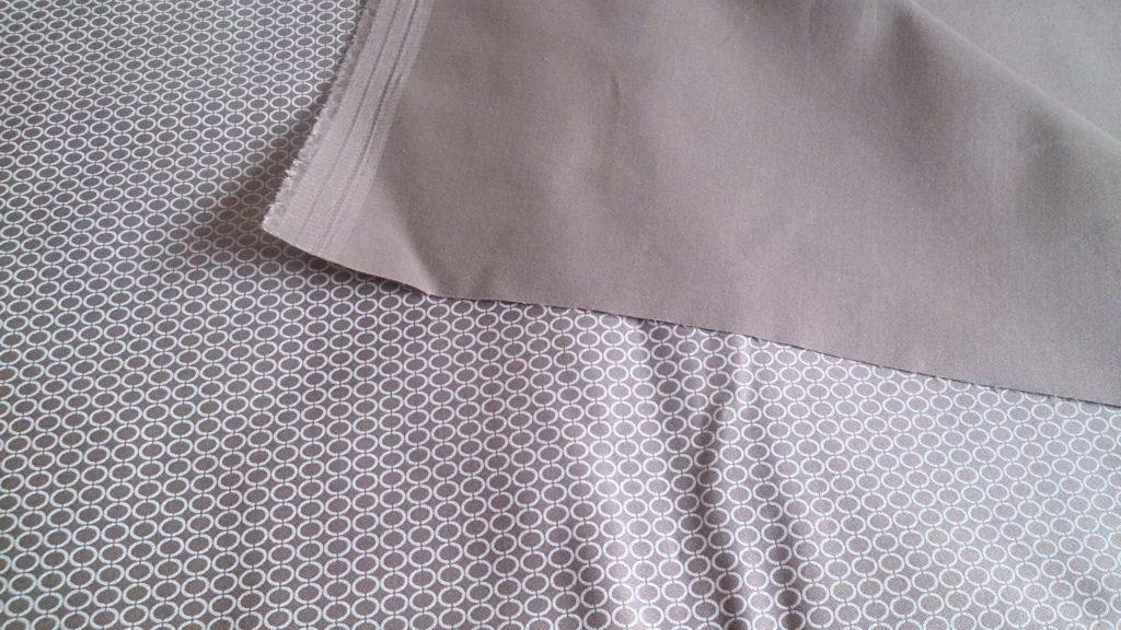 verschiedenArt: Inspiration vom Laufsteg in den Kleiderschrank - beige Baumwolle mit Muster und einfarbiger Seite