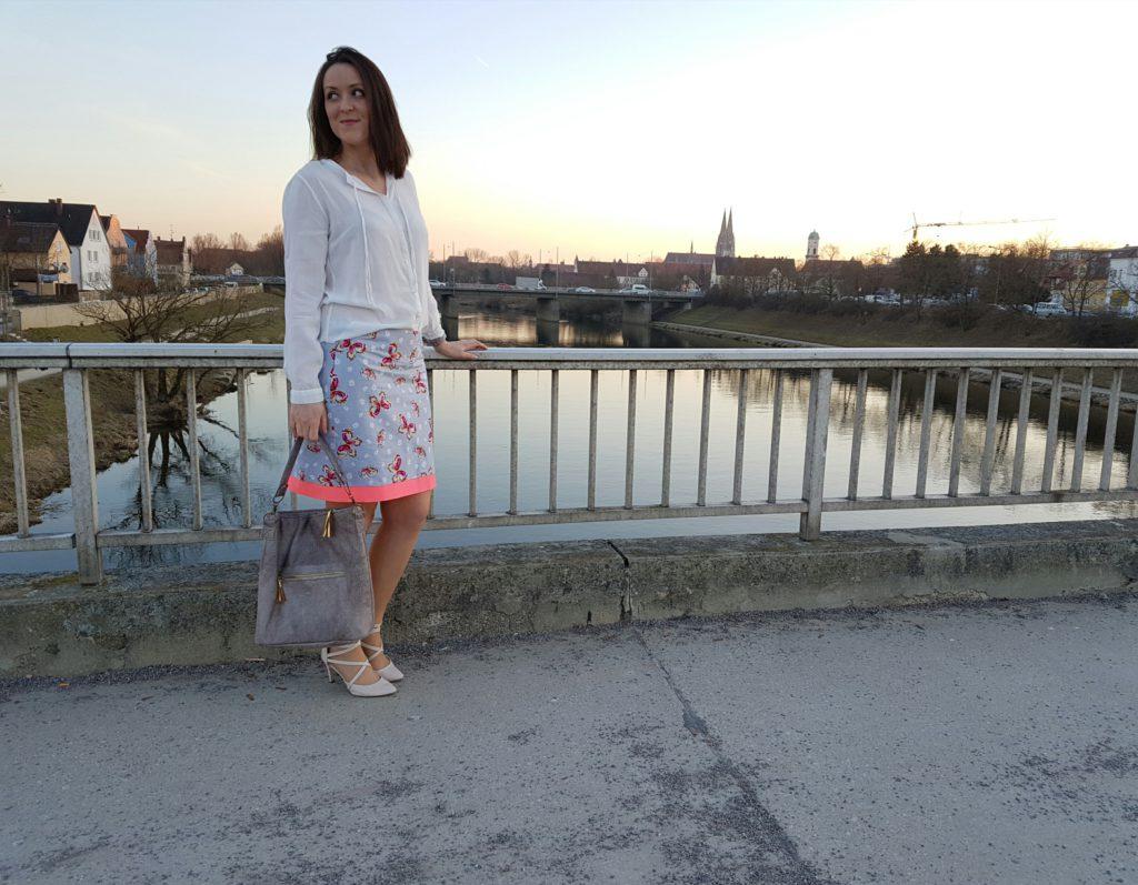 verschiedenArt: Chobe Bag aus Kunstleder und mit goldenen Lederquasten