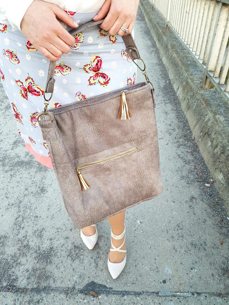 verschiedenArt: Chobe Bag aus Kunstleder und mit goldenen Lederquasten - Detailansicht