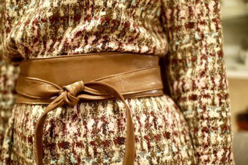 Der braune Wickelgürtel im Detail